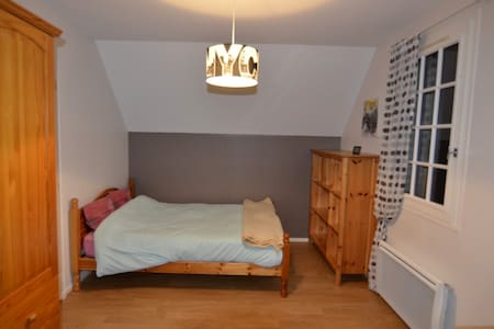DOUBLE BEDROOM IN TRADITONAL COUNTRY HOUSE - Saint-Paul-du-Vernay - House