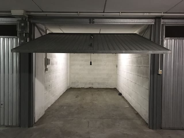 Private Garage for 13 €