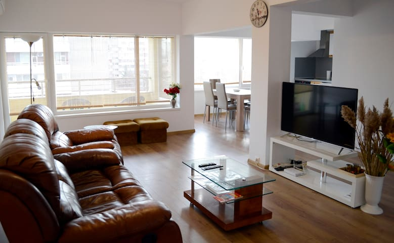 Sunny 2-bedroom Apartment in Varna Center
