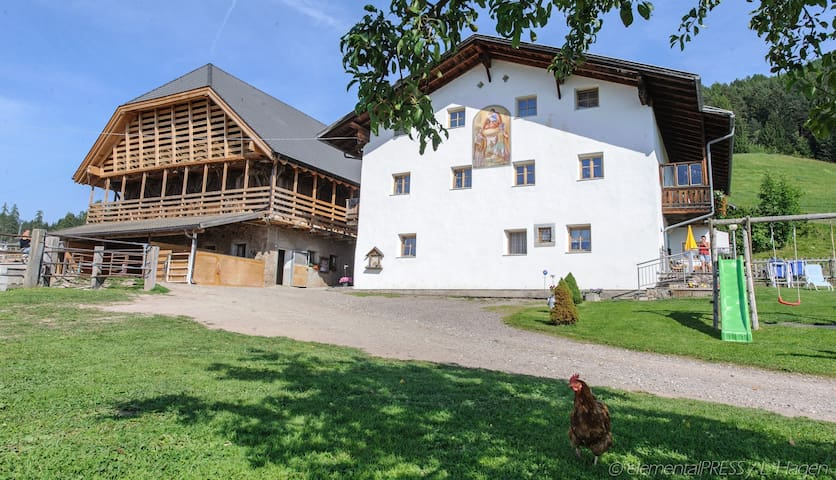 Urlaub auf dem Bauernhof Ladinserhof Sattelkammer
