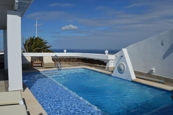 Blue ocean Tías: luxury villa with stunning views