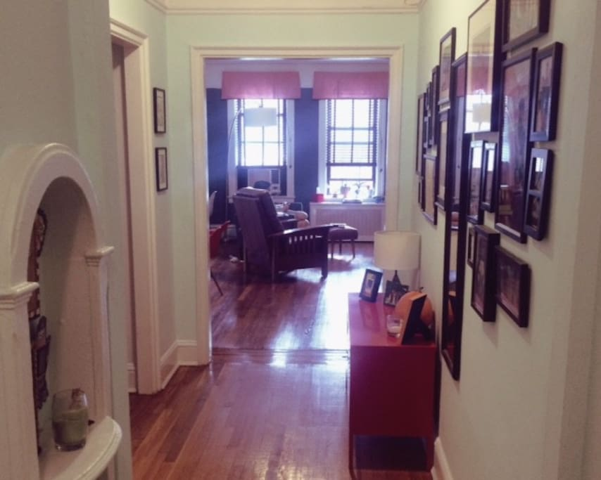 Sunny spacious open hip flat appartements louer for Aki kitchen cabinets astoria ny