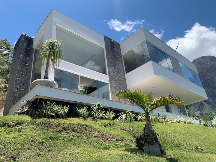 Casa de Vidro Linda casa em Araras, 4 suítes.