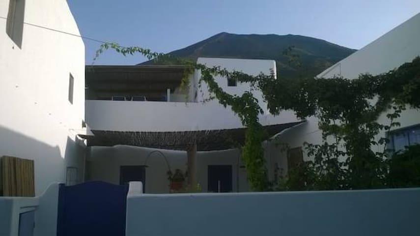 Casa Rose a 250m dalla spiaggia - Stromboli - Huoneisto