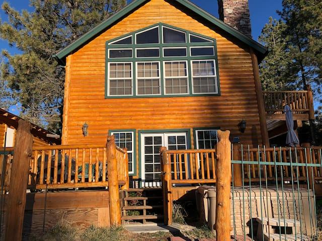 Lagunita Lakehouse Retreat and Vacation Cabin