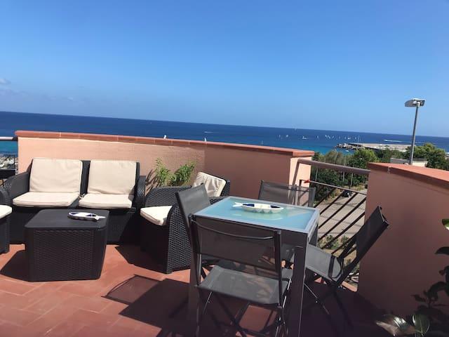 Attico in albergo con terrazza sul mare