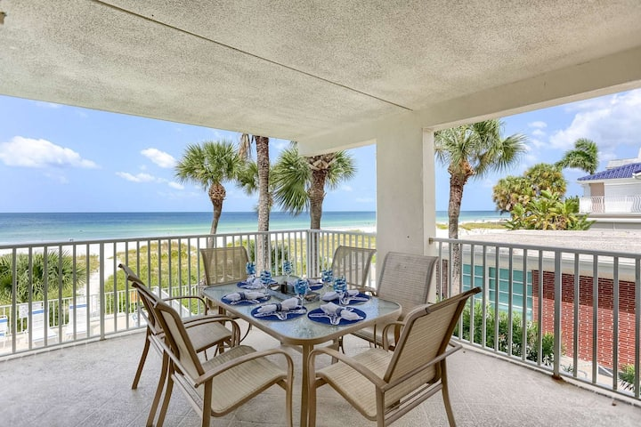 Beachfront Beauty with Gulf View Balcony, Gourmet Kitchen, Free Wi-Fi & cable, Pool-105 Hamilton