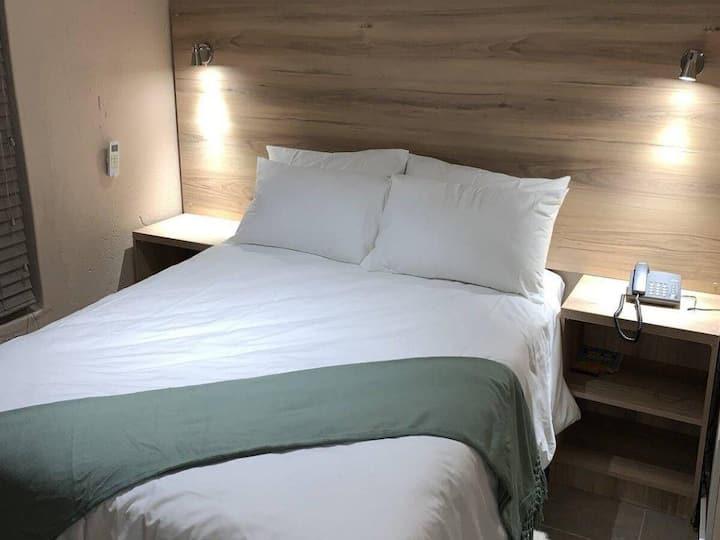 The Hill Hotel & C/Centre - Single Room