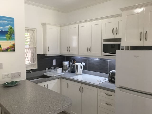 Beautifully Renovated Studio Apartment in Rockley