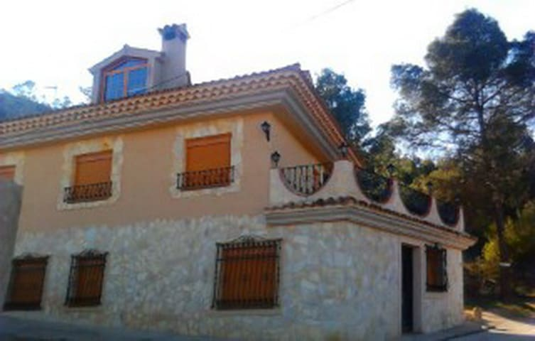 House - 90 km from the beach - Cilanco