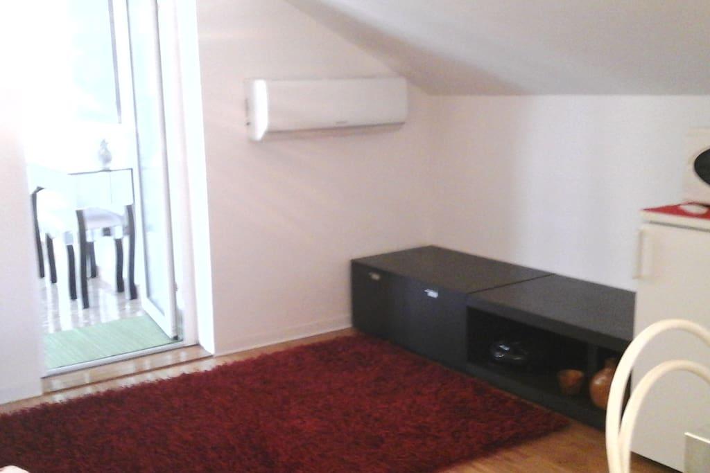 angolo soggiorno TV + Condiz