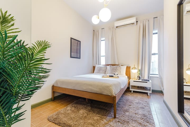 Spacious Queen Room in Lower East Side