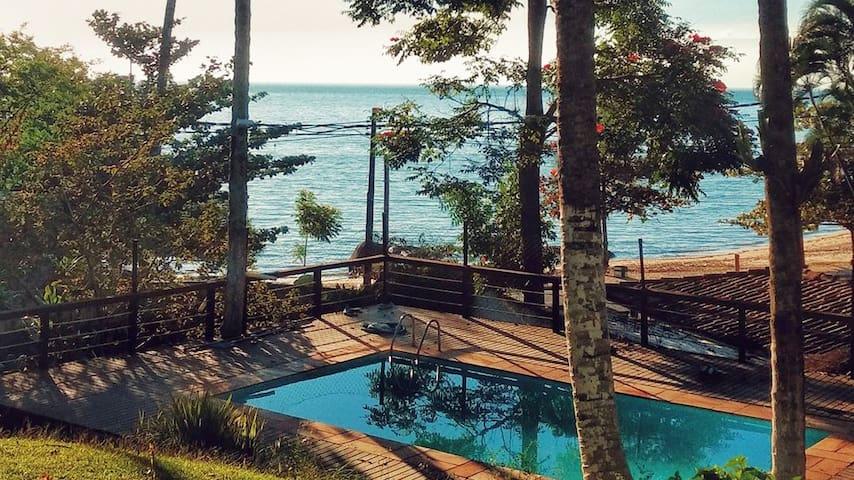 Casa Apoema Ilhabela - Suíte1 com vista para o mar