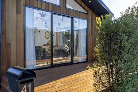 Black Barn Modern: Luxe Martinborough Escape