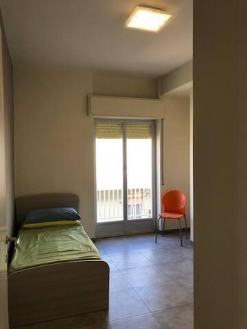 Seconda camera con 2 letti singoli che possono diventare un letto a 2 piazze