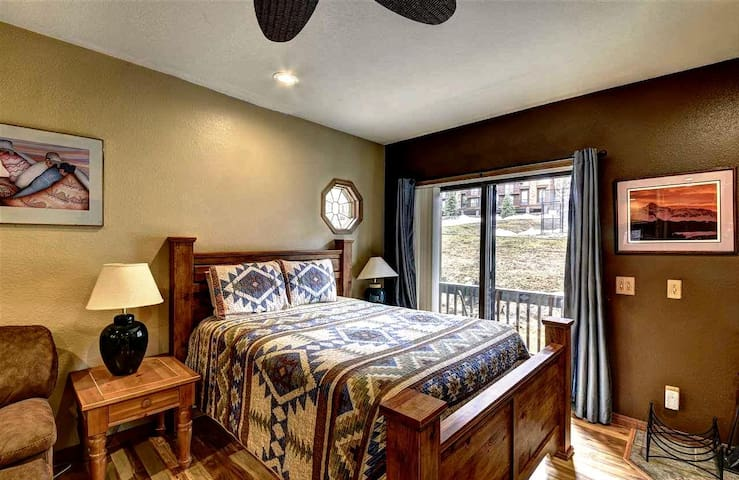 Price!!!  just $89!!  Beautiful Studio!  Sleeps 3