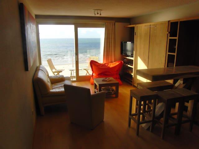 Studio met frontaal zeezicht en aparte slaapkamer