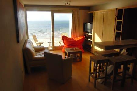 Studio met frontaal zeezicht en aparte slaapkamer - Nieuwpoort