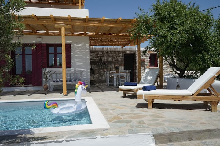 A Stone House @the airport w Private POOL & Garden