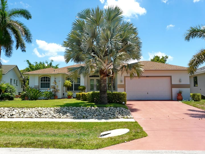 Inviting home in quiet neighborhood w/ heated pool & short walk to Beach