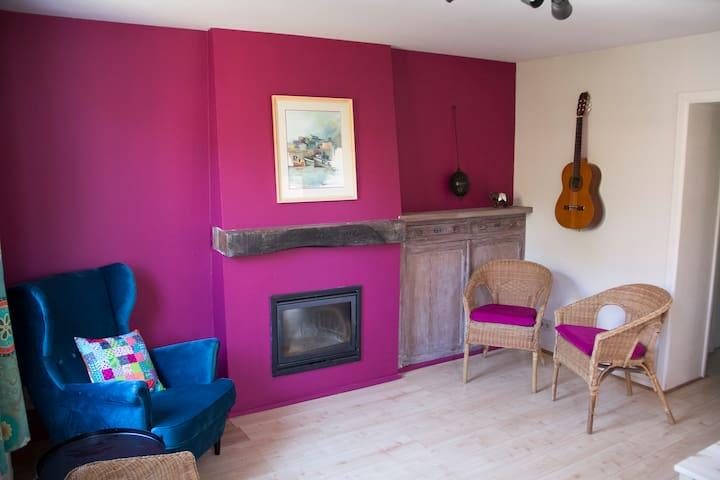 Une petite maison haute en couleurs!