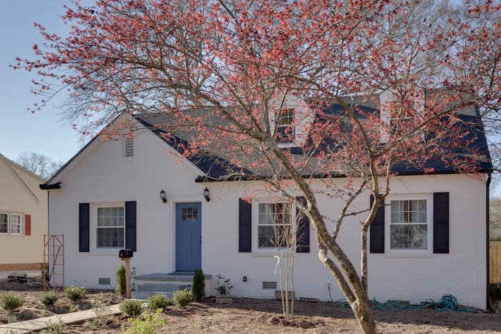 Quaint artist home 2.5bed/3 bath, walk to eat out, - Fuquay Varina - บ้าน