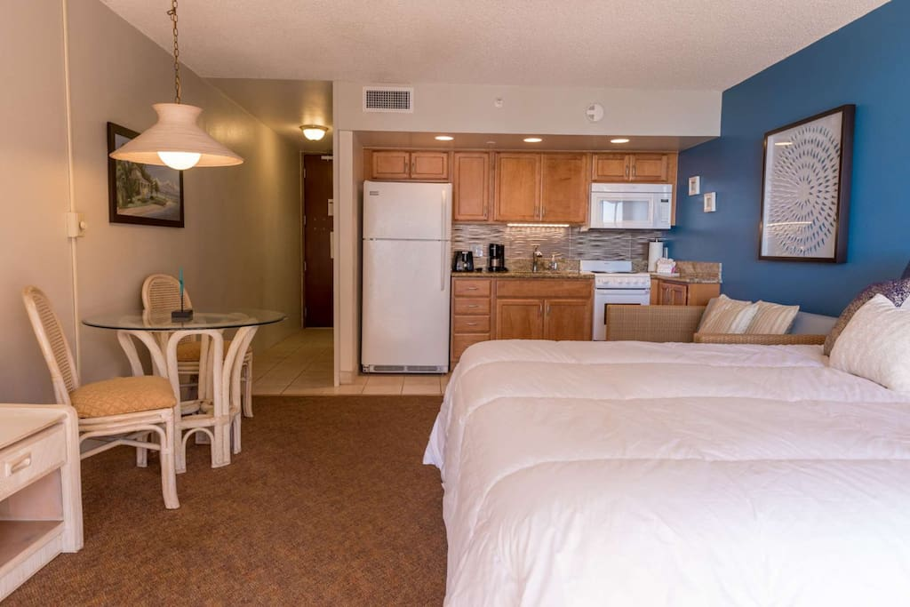 King sized bed with plenty of living space in our 6th floor studio at Royal Kahana