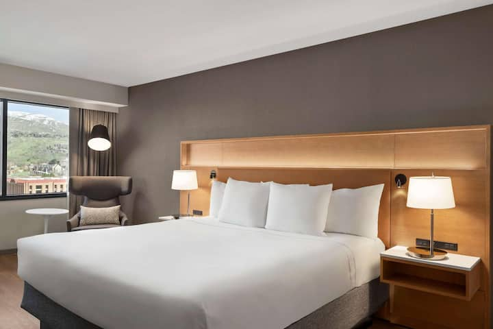 Contemporary Room Business Double Bed At Good Location