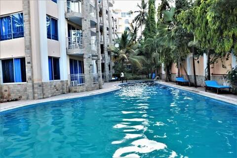 Front Beach Apartment - Beach Access - Pool