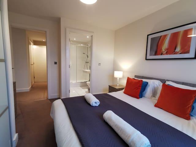 Cute charming town centre apartment with en-suite