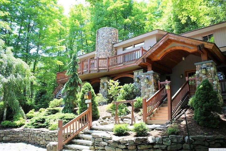 Alpine Lookout: 3800sqft home on Windham Mountain