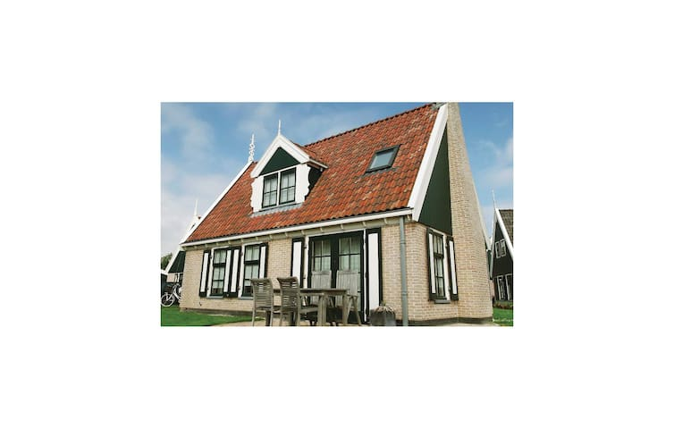 Holiday cottage with 3 bedrooms on 120 m² HNH125
