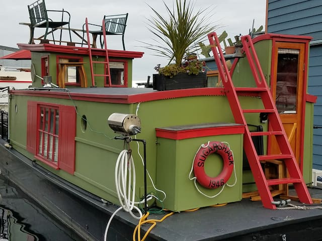 Sugar Shack Houseboat on Lake Union