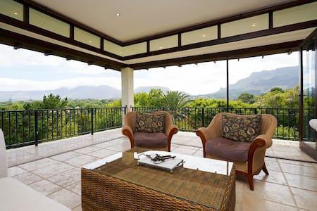 Alphen Drive Mountain views - Кейптаун
