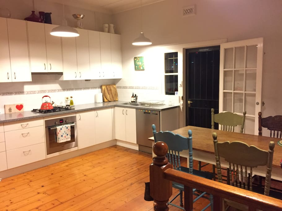 Fully equipped kitchen with dishwasher, smeg toaster, kitchen aid kettle and lots of cookbooks