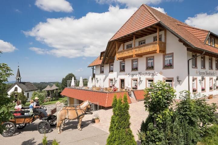 Landhotel Gasthaus SonneNeuhäusle, (St. Märgen), Nr. 07 - Komfort-Doppelzimmer mit Balkon