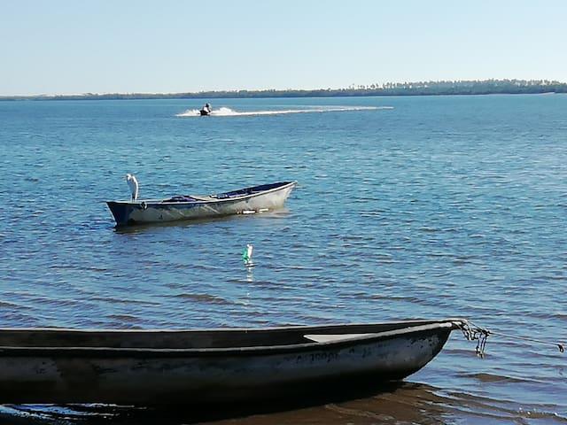 Cabaña con vista a la bahía frente mar.Seafood del