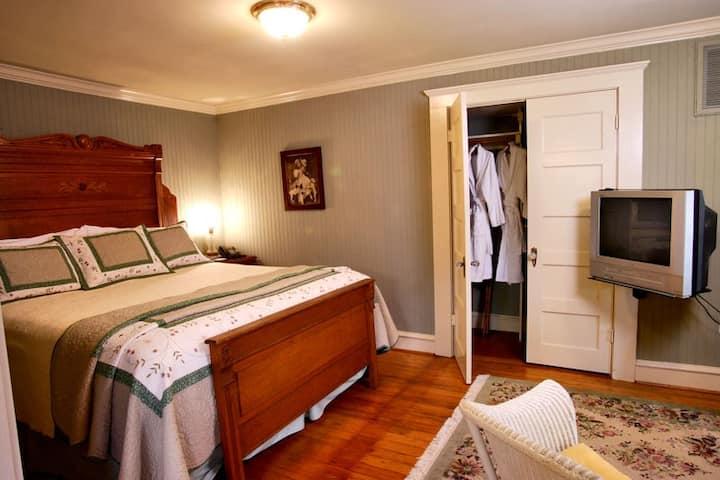 1 Bedroom 1 Bath 1 Kitchen