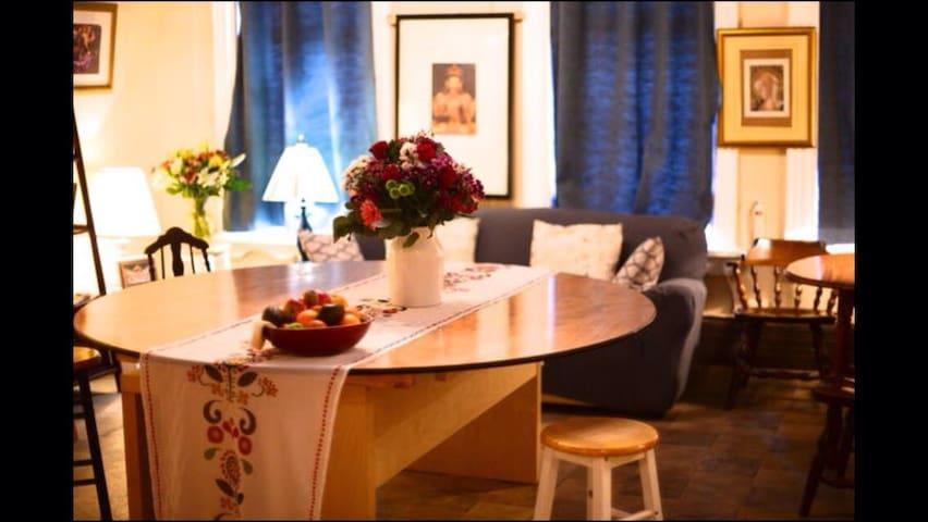 common lounge/breakfast area