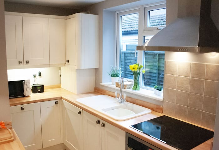 Kits-Place Stunning 2 Bed Apartment