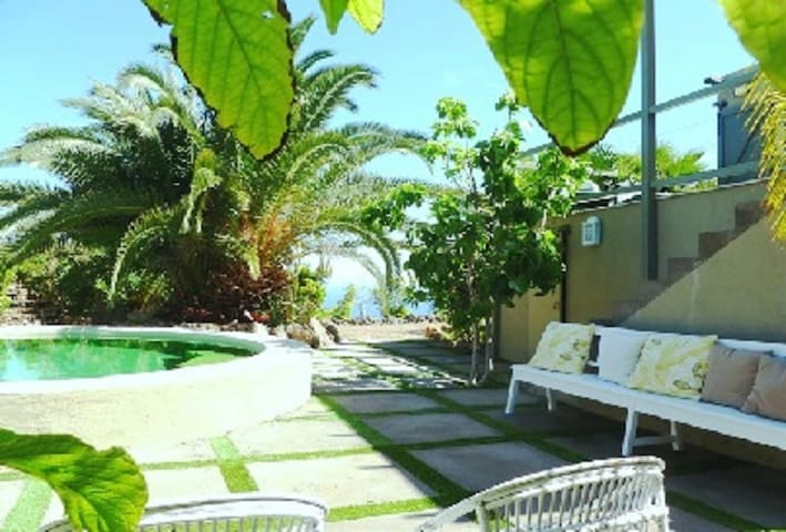 Exclusive seaside villa with private pool. - San Juan de la Rambla - Villa