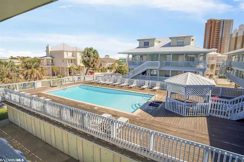 2BR/2Bth sleeps 8, boat ramp, quick beach access