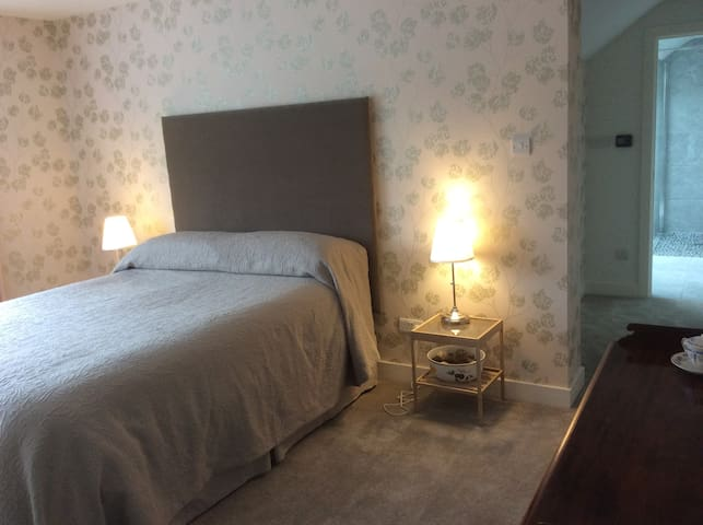 Cosy modern en suite double room - Stamford - Bed & Breakfast