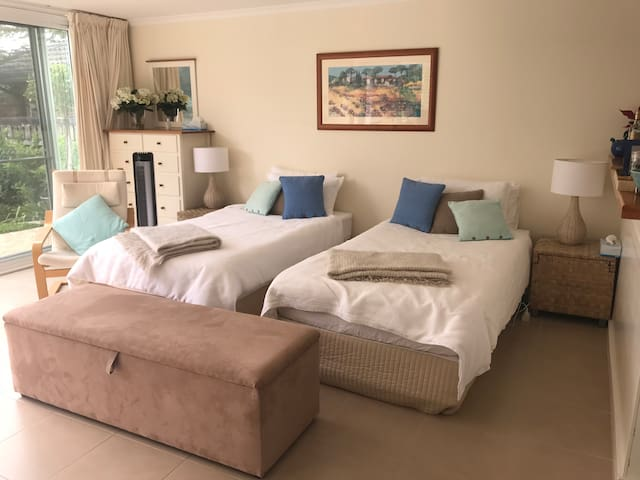 Select 2 KING SINGLE bed set up or 1 x SUPER KING bed.