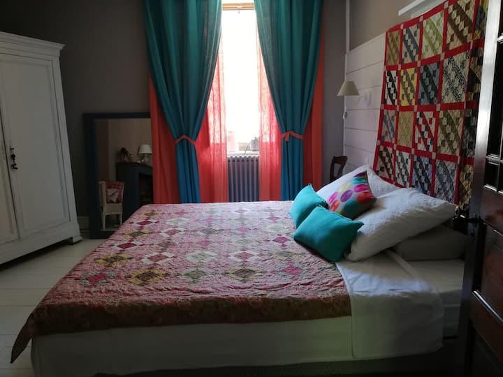 Chambre, lit 180  avec petit déjeuner ,