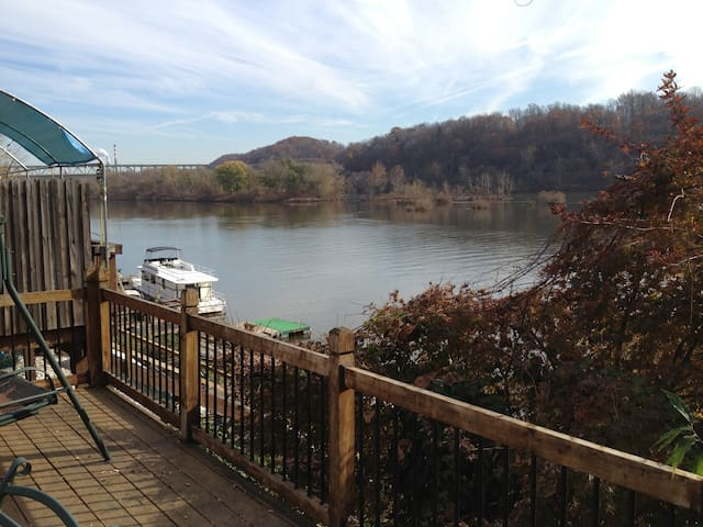 Harmar Cottage on Allegheny River near Oakmont - Pittsburgh - House