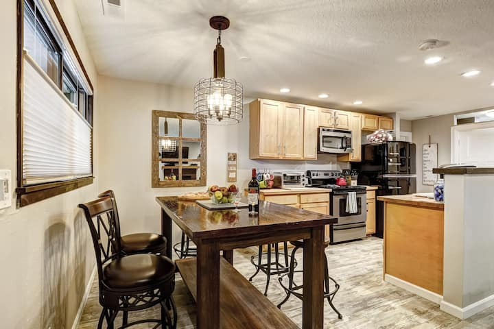 TIKI Themed Backyard-Classy & Hip Kitchen/Living!