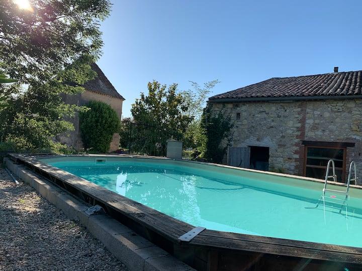 Grande maison ancienne tt confort piscine hors sol
