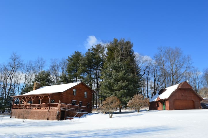 Large Cabin and Garage offer a great getaway in Ohio!