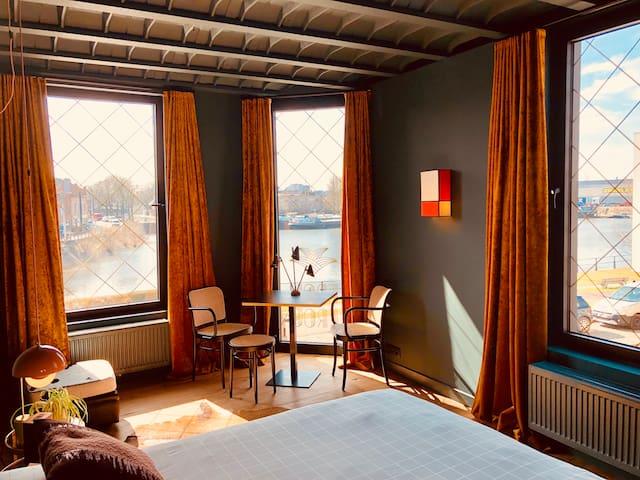 Water side stay in luxury suite